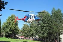 Nevšední zážitek si odnesli účastníci hasičských oslav v Příboře. Tamní sbor dobrovolných hasičů totiž slavil 140 let od svého založení a pro všechny zájemce připravil ukázku techniky své i okolních sborů a také přistání záchranářského vrtulníky.