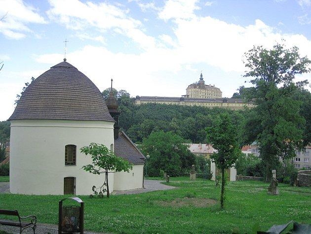 Kaple svatého Rocha a Šebestiána patří ke skvostům fulnecké architektury.