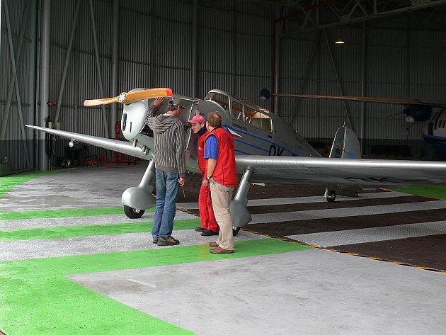 Prohlídka letounu Tatra 101.2.