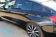 Škoda na čtyřech poničených vozidlech jde do několika set tisíc korun.