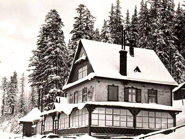 Historie hotelu Ráztoka sahá až do dvacátých let minulého století. Dnešní podoba hotelu je zcela jiná, než jak ukazuje tento snímek.