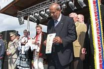 Ojedinělou poctou se může pochlubit Šenov u Nového Jičína. Jako jediná obec v České republice obdržela pamětní stuhu Československé obce legionářské.