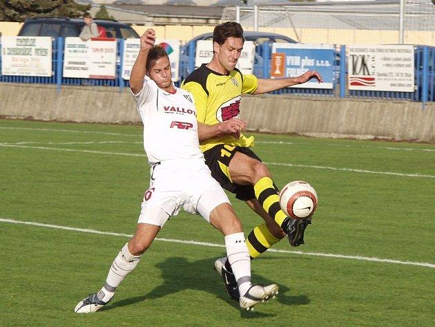 Novou oporu zadních řad získaly pro jarní fotbalové boje druholigové Vítkovice. Na půl roku bude v jejich dresu hostovat Karel Doležal (vpravo).