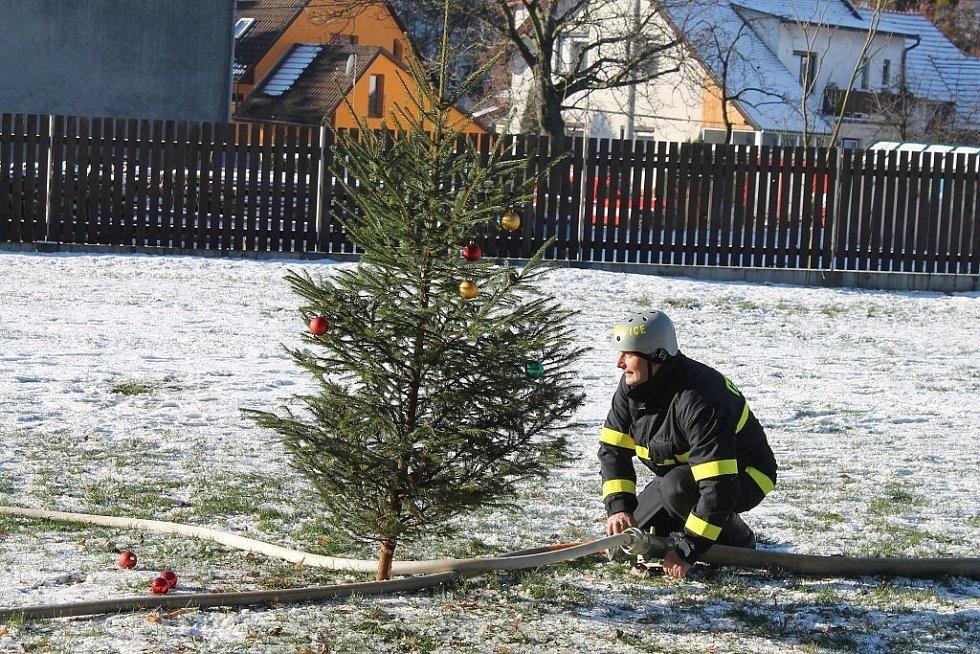 Mikulášská hasičská soutěž v Lukavci.