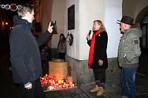 Vzpomínkového setkání k sedmému výročí úmrtí Václava Havla se na novojičínském Masarykově náměstí zúčastnila více než stovka lidí.