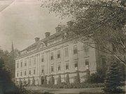 Snímek zámku z nalezeného fotoalba.