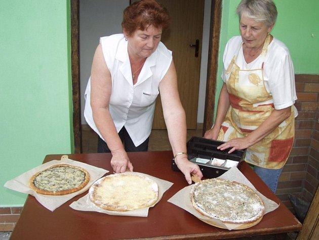 Velké kulaté koláče jsou typickou dobrotou Bernartic nad Odrou.