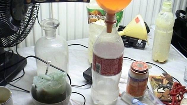 Loni policisté odhalili varnu pervitinu například v domku ve Studénce.
