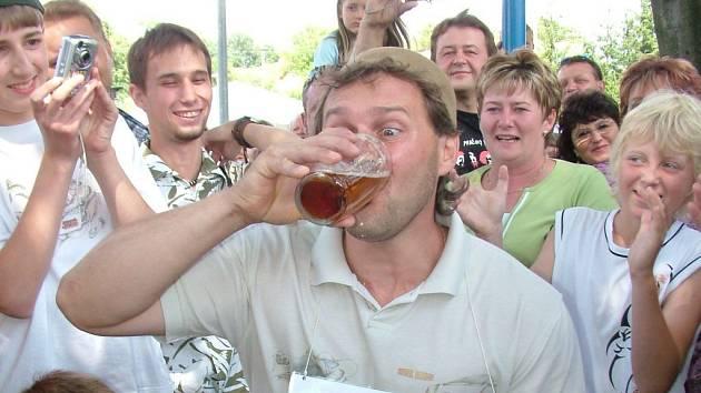 Tradiční akce, na kterou vždy dorazí i obyvatelé okolních obcí, je známá především ve zdolávání několika pivních rekordů.