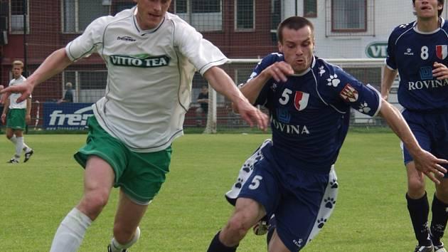 Frenštátský Pavel Macíček (vlevo) a kroměřížský Ondřej Stojaník se spolu v nedělním utkání Divize E, mezi Frenštátem pod Radhoštěm a Kroměříží, utkávali poměrně často.