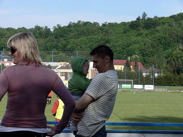 Vladimír Staš na zápase ve Fulneku byl, avšak přijel s Karvinou. Kvůli čtyřem žlutým kartám sice nehrál, ale ale bavil se i tak slušně.