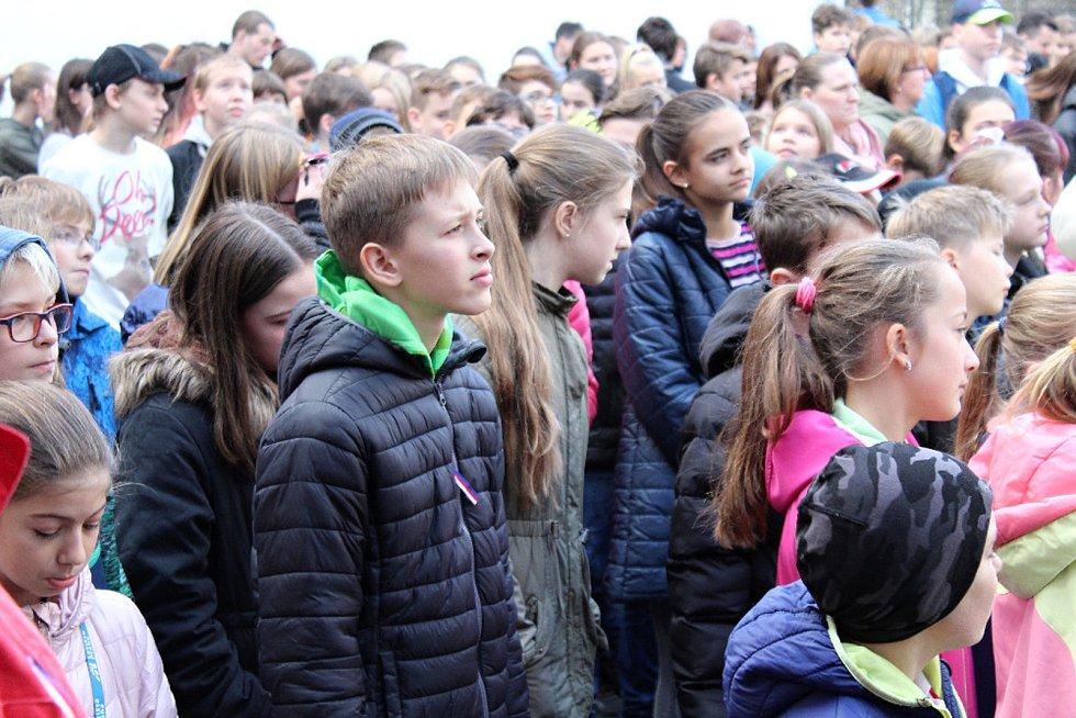 Události listopadu v letech 1939 a 1989 si připomněli v pátek 15. listopadu žáci a učitelé ZŠ a MŠ Tyršova 913 ve Frenštátě pod Radhoštěm.