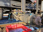 Tři desítky profesionálních a dobrovolných hasičů z pěti jednotek zaměstnal v pátek odpoledne a večer únik kapalného benzolu z železniční cisterny v železniční stanici Studénka.