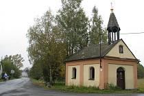 Kapličku využívají obyvatelé osady celý rok. V letních měsících stojí lidé prý až venku.