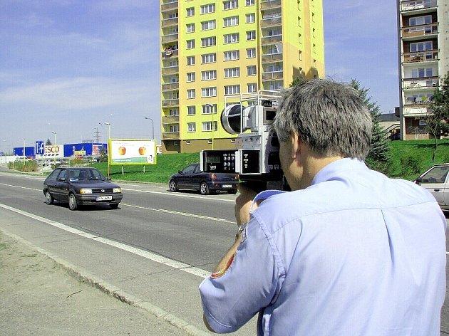 Strážníci Městské policie Kopřivnice jako jediní využili novelizace silničního zákona a hned první den vyrazili do terénu s radarem.