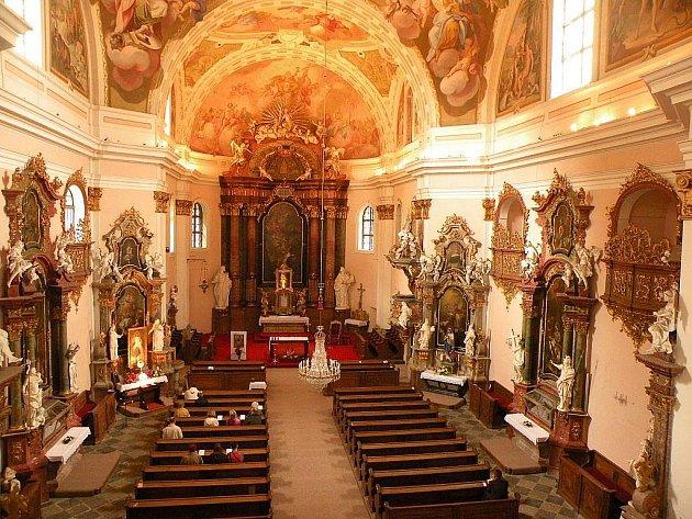 Interiér kostela Nejsvětější Trojice ve Fulneku.