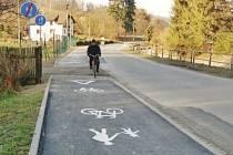 Po nové stezce se už prohánějí cyklisté i chodci.