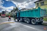 Dvě jednotky hasičů se v pátek 7. května 2021 odpoledne zapojily do likvidace požáru nákladního automobilu Tatra v Kopřivnici.