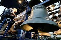 Zvonkohry mají celou škálu podob. Tato mobilní se představila letos v září v Praze a zahrál na ni Boudewijn Zwart z Holandska. Zvonkohra byla postavena v roce 2000/2001 a váží 12000 kg, má 57 zvonů, největší zvon váží 860 kg a nejmenší 5 kg.