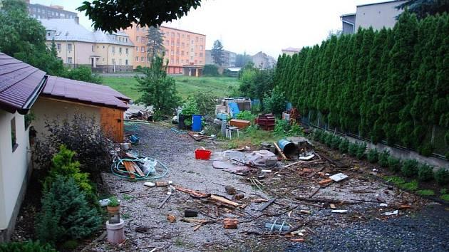 Apokalypsa, tak by se dala nazvat situace, která nastala ve čtvrtek ráno v Jeseníku nad Odrou po ničivé zápavě.