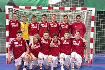 STARŠÍ ŽÁCI Bílovce s trenérem Petrem Gelnarem si zaslouženě vybojovali účast na republikovém finále ve futsale.