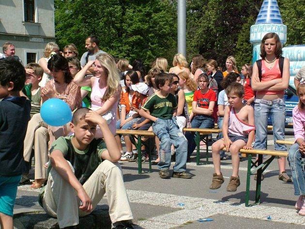 Také v Odrách se přišlo na Den s Deníkem několik stovek lidí.