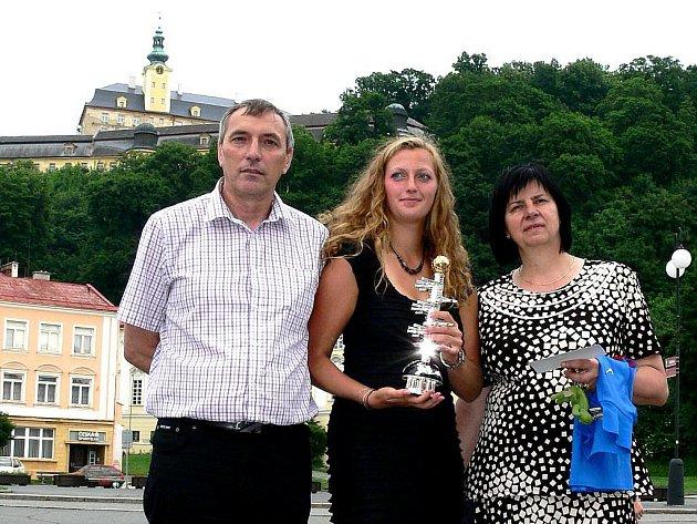 Jiří Kvita sledoval boj své dcery Petry, stejně jako starostka Fulneku Jana Mocová (vpravo), v televizi. Ilustrační foto.
