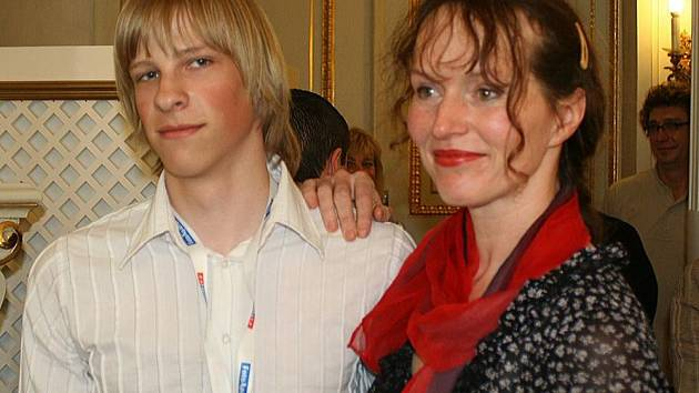 Silvestr Figalla s předsedkyní poroty fotosoutěže Sárou Saudkovou.