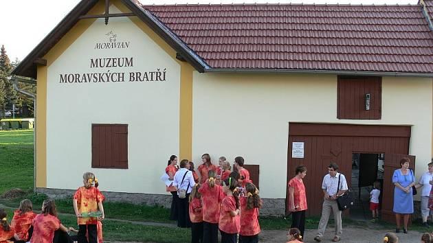 V hojném počtu se v sobotu 6. září otevřela v místním Muzeu Moravských bratří nová expozice věnována místnímu rodákovi, Davidu Zeisbergerovi.