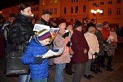 Zpívání koled na náměstí v Bílovci.