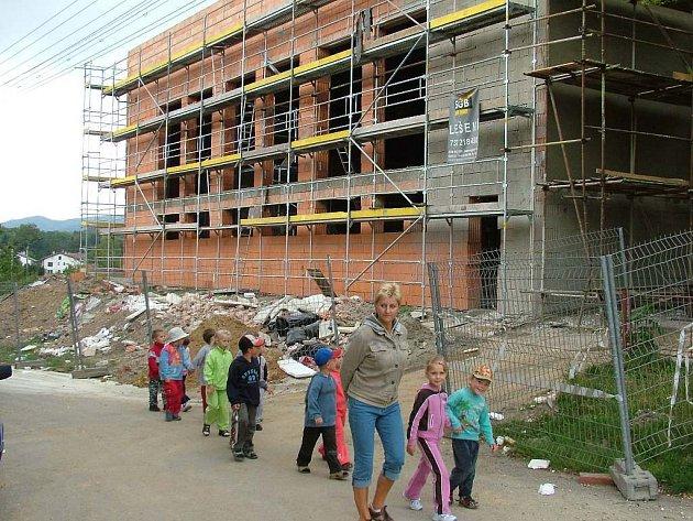 Stavební práce na úpravách školy jsou v plném proudu. Dětem se díky nim prodlouží prázdniny.