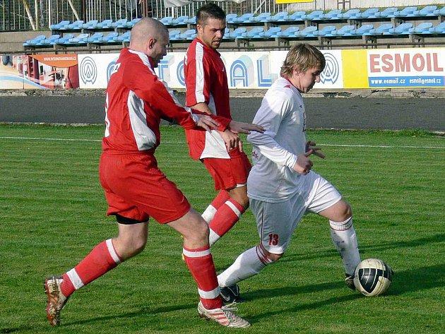 Fotbalisté Nového Jičína potvrdili proti Valašskému Meziříčí úvodní výhru sezony na jejich hřišti, když porazili Valachy i doma.