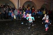 Běh o vánočního kapra přilákal i přes déšť desítky běžců.