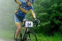 Absolutní vítěz. Pavel Cimbálník (Cyklo MXM Hulín) z kategorie mužů 19 až 29 let do cíle na vrcholu Javorový dojel s náskokem 20 sekund před svými soupeři. Trať dlouhou 5,8 km s převýšením zhruba 400 m zvládl za 18:37 hod.