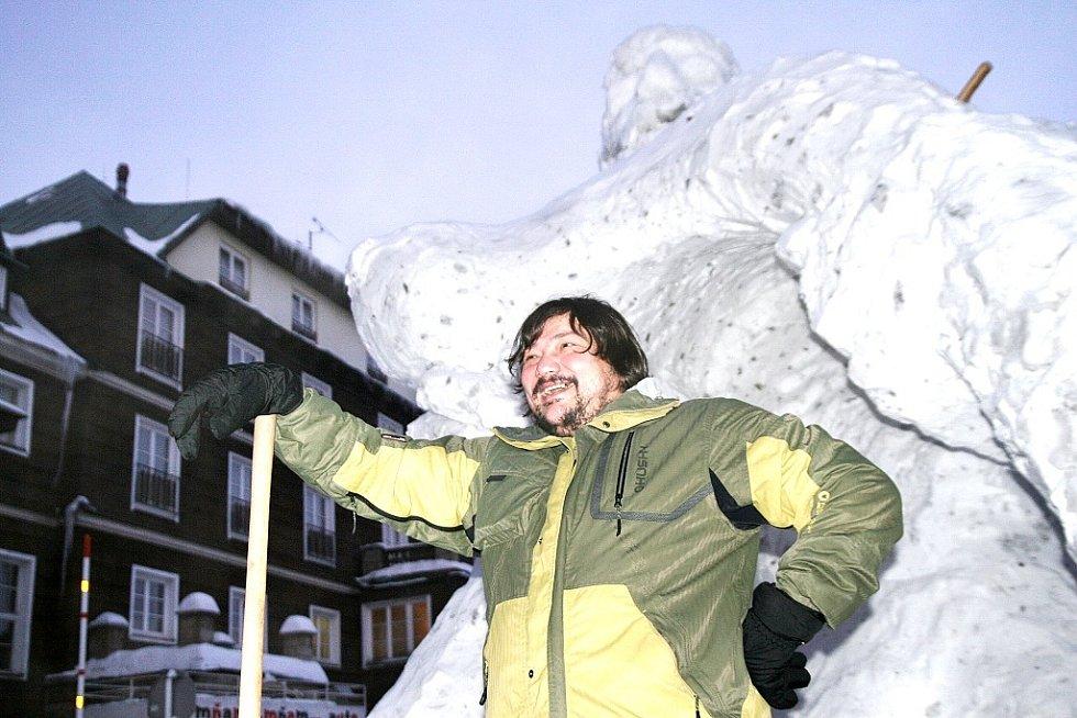 Pustevny Sněhové království. Boris Dimitrov přiznal, že práce trvající několik dnů, byla velmi únavná.