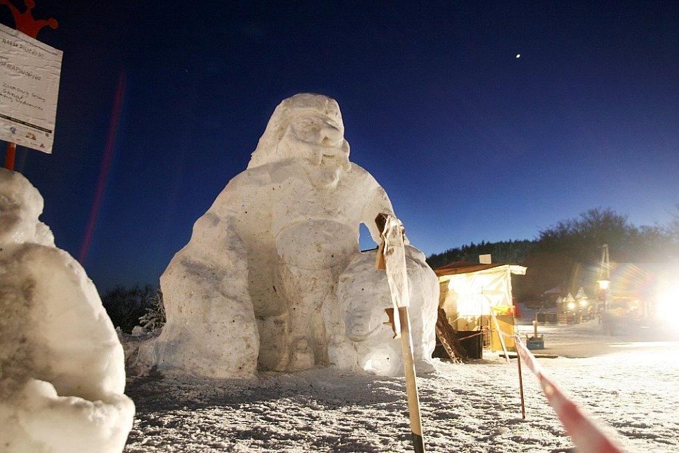 Pustevny Sněhové království. Zimního lesního skřeta vytvořil Marek Piwoński.