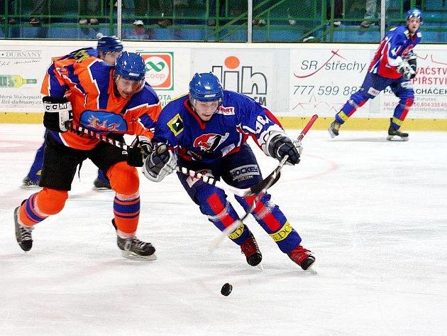Další vítězství ve II. lize si připsali hokejisté Nového Jičína, když porazili Hodonín 3:2 v prodloužení. Ilustrační foto.