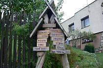 Hostašovice jsou klidná obec s několika zajímavými místy. Například bodem, kde se rozděluje hlavní evropské rozvodí.