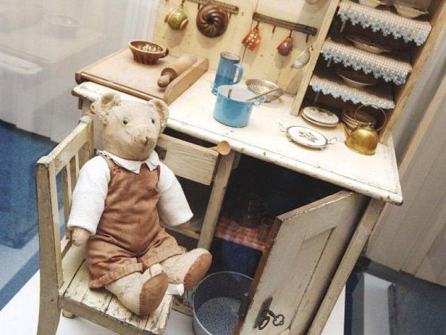 Podobné historické hračky si nyní mohou zájemci prohlédnout i v Novém Jičíně, a to až do května.