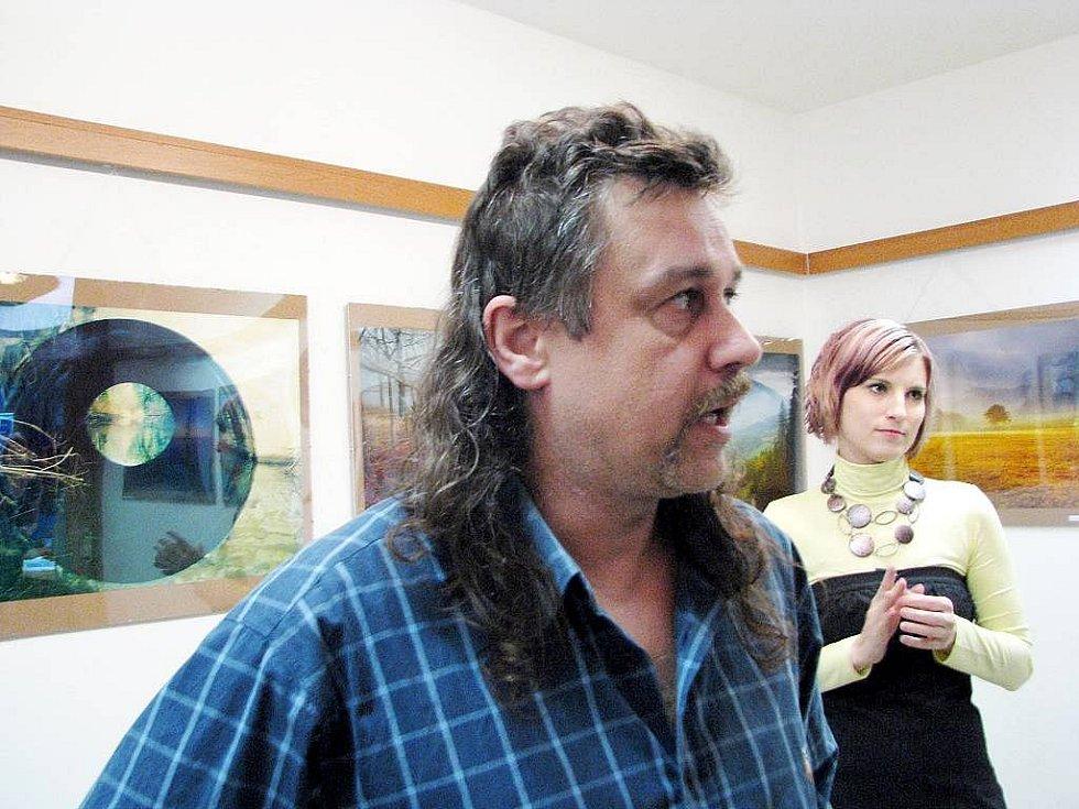 Fototgraf Petr Šigut vystavuje v informačním centru v Novém Jíčíně.