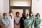 Roušky od starostky Vrchů Jiřiny Pešlové nosí i někteří lékaři novojičínské nemocnice.