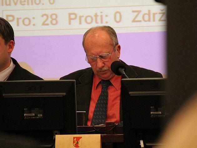 Břetislav Gelnar v prosinci roku 2011 ještě řídil zasedání zastupitelstva coby starosta Nového Jičína.