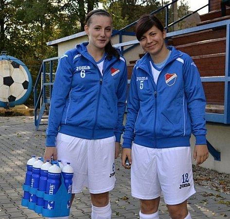 JANA KELNAROVÁ (VLEVO) ALUCIE STUPAVSKÁ vbarvách Baníku Ostrava.