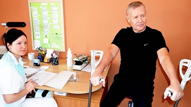 Jiří Tříska, jenž utrpěl při únorovém výbuchu plynu ve Frenštátě pod Reahoštěm těžká poranění, je od úterý v Rehabilitačním centru Čeladná.