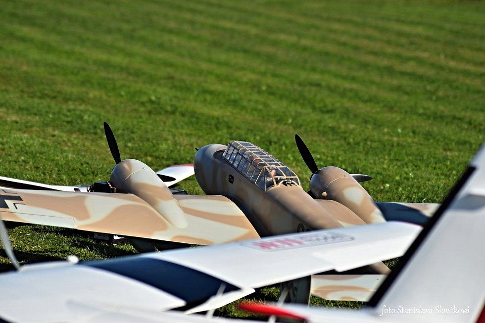 Den bez aut se v Příboře odehrával hlavně na letišti pro modely.