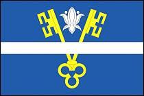 Nová vlajka obce Vražné. Jednoduchý motiv odkazuje na historii i polohu obce.