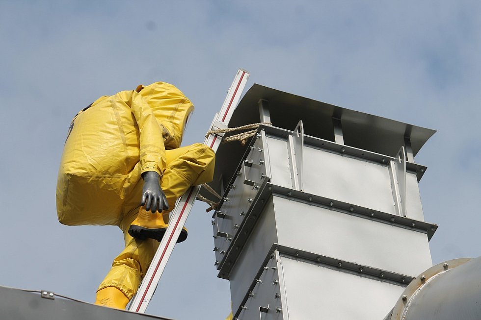 Nebezpečný čpavek v Kopřivnici likvidovali hasiči několik hodin. Naštěstí se jednalo jen o speciální cvičení.