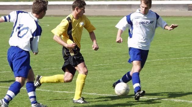 Fotbalisté rezervního týmu Jakubčovic, za které hraje i Roman Jahoda (vlevo), si vybojovali postup do I. A třídy.