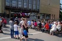 Prostranství před kopřivnickým kulturním domem se v závěru týdne proměnilo v taneční parket.