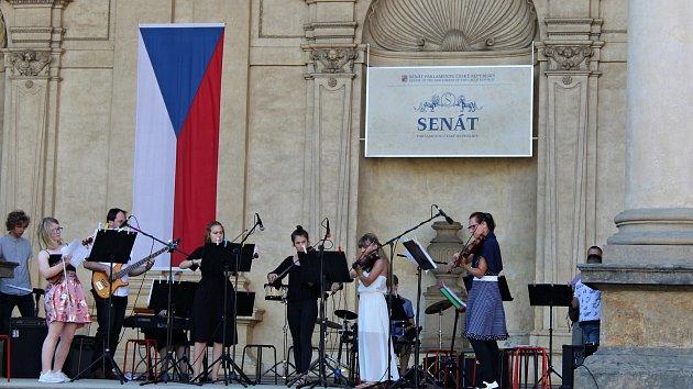 Žáci oderské ZUŠky hráli ve Valdštejnské zahradě